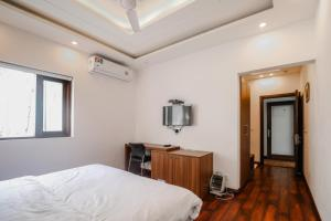 A television and/or entertainment center at Orania B & B by Atsar