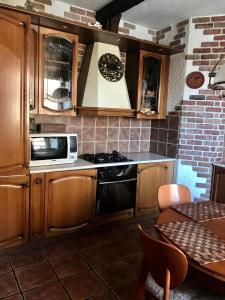Кухня или мини-кухня в Apartment on Kashirskiy Proyezd