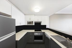 A kitchen or kitchenette at Adina Apartment Hotel Sydney Surry Hills