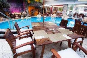 Бассейн в Hotel Rio Malecon или поблизости