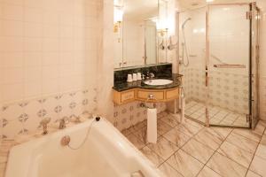 A bathroom at Grand Nikko Tokyo Daiba