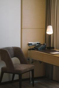 A seating area at Seda Vertis North Quarantine Hotel