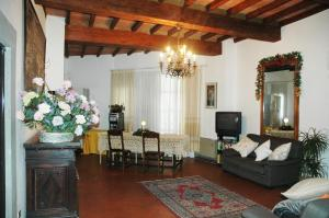 A seating area at Residenza D'Epoca San Jacopo