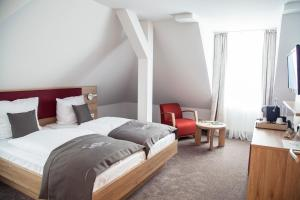 A bed or beds in a room at Hotel Specht