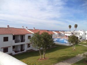 Vista de la piscina de Apartamentos en Son Bou o alrededores