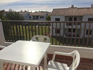 Un balcón o terraza de Apartamentos en Son Bou