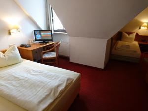Кровать или кровати в номере Arkaden Hotel
