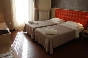 Кровать или кровати в номере Hotel La Madonnina