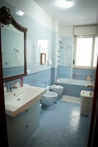 A bathroom at Casa Menhir AeT