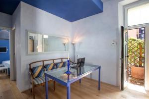 A seating area at Piazza Venezia Luxury Apartment