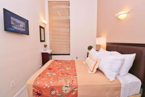 A bed or beds in a room at Americana Inn