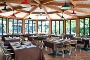 A restaurant or other place to eat at Camping Maremma Sans Souci