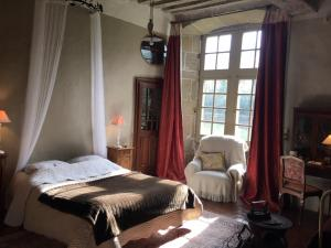 A bed or beds in a room at Chateau de Bourgon