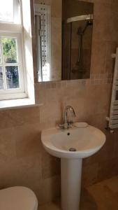 A bathroom at The Oak at Dewlish