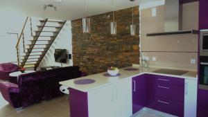 A cozinha ou kitchenette de Moradia com Piscina