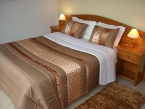 A bed or beds in a room at Moradias Douro Internacional