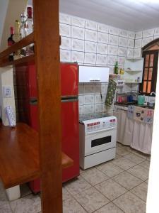 A kitchen or kitchenette at Casa Na Ilha Grande De Frente Pro Mar Com Pier