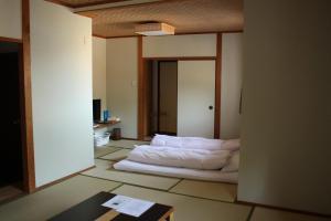 A bed or beds in a room at Sakuraya