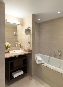Een badkamer bij Eden Hotel Früh am Dom
