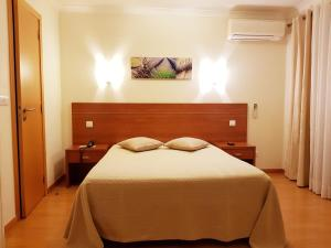 A bed or beds in a room at Paradouro