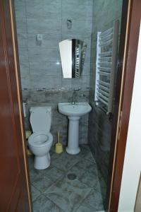 A bathroom at Hotel Bella Donna