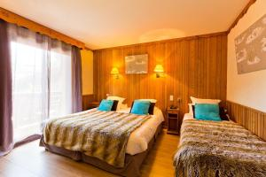 A bed or beds in a room at Les Airelles