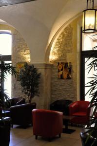 The lobby or reception area at Hôtellerie Notre Dame de Lumières