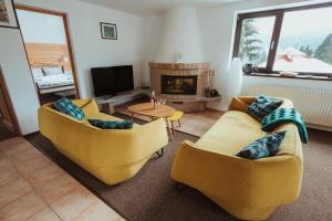 A seating area at Panoramic Apartments - MontePalazzo Sinaia