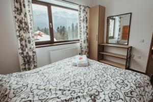 A bed or beds in a room at Panoramic Apartments - MontePalazzo Sinaia