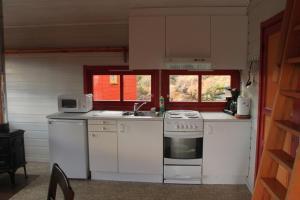 A kitchen or kitchenette at Lanternen Marina