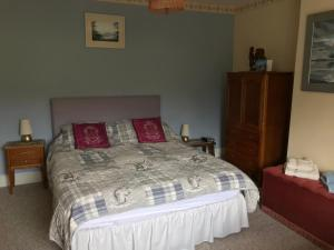 A bed or beds in a room at St Jude's Bed & Breakfast