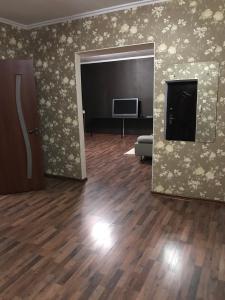 Телевизор и/или развлекательный центр в Apartment on Chuykova 37
