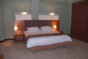 Кровать или кровати в номере Residentsiya Hotel