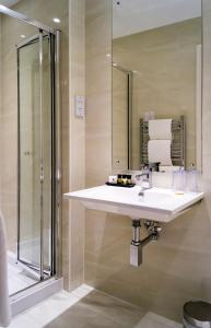 A bathroom at Rising Sun Hotel