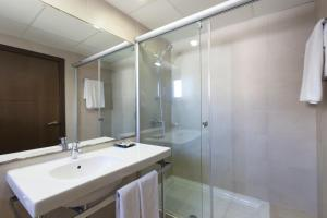 A bathroom at URH Excelsior