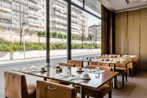Un restaurante o sitio para comer en Hotel Exe Barcelona Gate