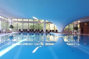 Der Swimmingpool an oder in der Nähe von Cliff Hotel Rügen