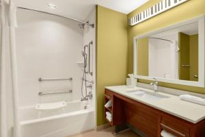 A bathroom at Home2 Suites by Hilton Baltimore/White Marsh