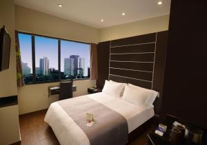 A bed or beds in a room at qp Hotels Lima