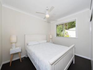 A bed or beds in a room at Essendene Road, Box Beach Retreat, 29