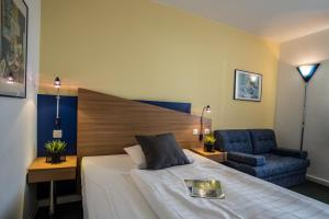 A bed or beds in a room at Median Hotel Hannover Messe