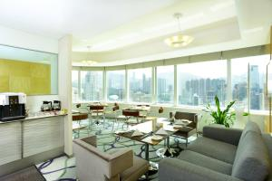 A restaurant or other place to eat at Metropark Hotel Causeway Bay Hong Kong