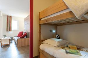 A bunk bed or bunk beds in a room at Résidence Pierre & Vacances La Rivière