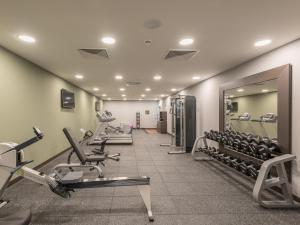 The fitness centre and/or fitness facilities at Hilton Garden Inn Frankfurt City Centre