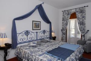 A bed or beds in a room at Quinta de Coalhos TH
