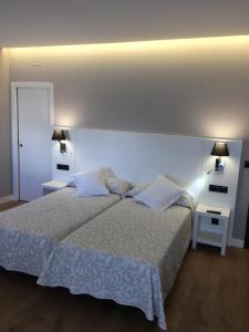 A bed or beds in a room at Hotel La Cruz