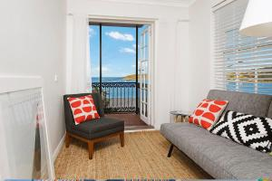 A seating area at Balmoral Driftwood 2 - with views!