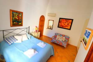 A bed or beds in a room at Angolo di Paradiso