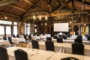 The business area and/or conference room at Abe Martin Lodge & Cabins