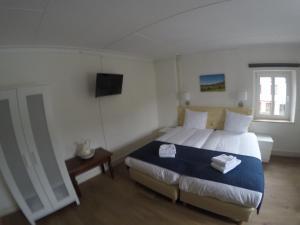 A bed or beds in a room at Gasterij Berg en Dal